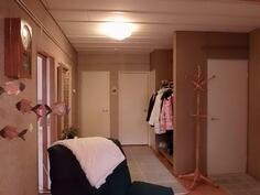 Eteinen, ja mm. saunaoston ovi
