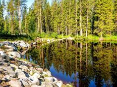 Joenrantaa on pengerretty isoilla luonnonkivillä