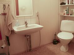 yläkerran toinen erillinen wc