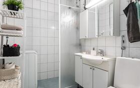 Kodin kylpyhuone on remontoitu vastaamaan tämän päivän tarpeita.