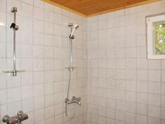 Kylpyhuone, 2 suihkua.