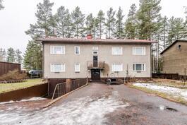 Sahanmäenkatu 4 (myytävä asunto oikealla ensimmäisessä kerroksessa)