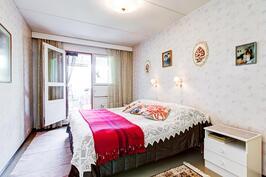 2.kerroksen makuuhuone