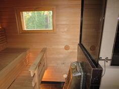 Täysin uusittu sauna Narvi Rocky sähkökiukaalla.