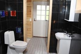pesuhuone ja kakkos wc