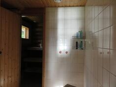 Pesuhuone, pumpulla vesi sisälle.