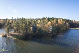 Saari kuvattuna etelästä.