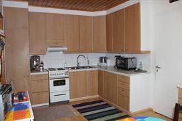 2004 uusittu keittiö