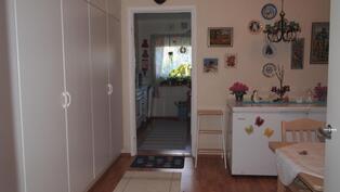 olohuoneesta keittiöön päin