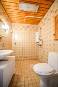 Alakerran wc / WC i nedre våning