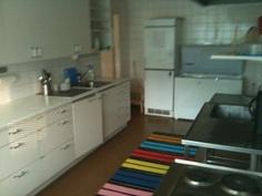 Iso keittiö.