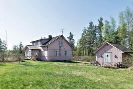 asuinrakennus ja vierasmaja