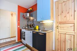 Kodikas keittiö miellyttää vaativampaakin sisustajaa