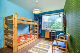 Toisen makuuhuoneen vaikuttava värimaailma