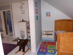 Pikku huone ja vasemmalla lastenhuone