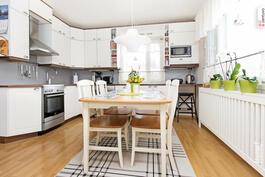Uudessa talossa  keittiö uusittu 2012