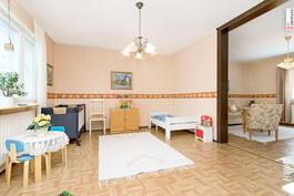 Vanhemman talon makuuhuone/olohuone
