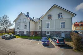 Sisäpiha ja pysäköinti / Innergård med parkering