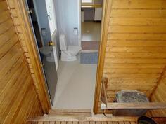 Sauna. Näkymä pesuhuoneeseen + khh:seen.