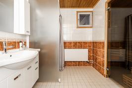 Kylpyhuone ja sauna on remontoitu.