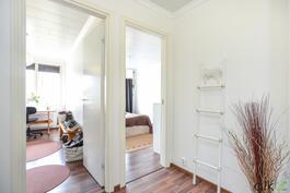 Ihastuttavat makuuhuoneet sijaitsevat vierekkäin.