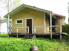 Rakennus takaa saunatilojen ja takkahuoneen puolelta