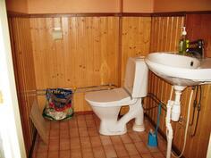 Erillinen wc verstastilan yhteydessä