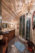 Kylpyhuone. / Badrummet.