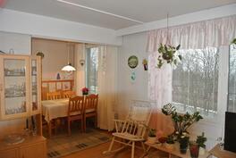 Olohuone + keittiön pöytä