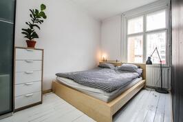 Makuuhuone, puulattia