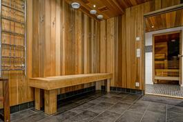 Pihasauna (lisää saunatiloja ullakolla)