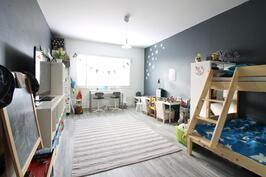 Iso makuuhuone / lasten huone