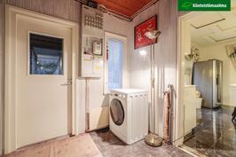 Eteisessä oleva pesukoneliitäntä on tilapäinen ratkaisu.