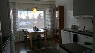 Reilun kokoinen keittiö