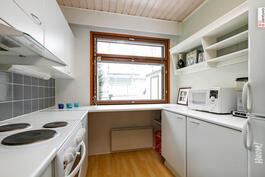 Tässä keittiössä ruokaa laittaa sujuvasti useampikin kokki yhtäaikaa.