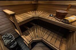 Kulmalauteet saunassa, sauna uusittu v.2006