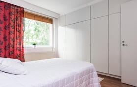 Makuuhuone 1. vaatekaapistot