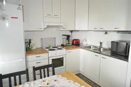 keittiön kaapistot uusittu 2012