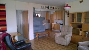 Olohuoneen aukkoa on laajennettu keittiön suuntaan