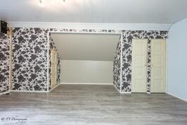 2. Yläkerran makuuhuoneista