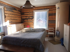 Valtava master bedroom ja yläkerrassa lisää noin 35 m2 avointa tilaa.