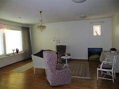 Yläkerta/olohuone