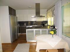 Yläkerta/keittiö