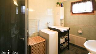 Tiava ja valoisa kylpyhuone