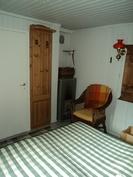 Makuuhuoneessa Porin Matti puukamina