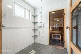 Sauna ja suihkuhuone