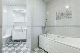 Kylpyhuoneessa poreamme ja wc