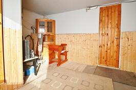 Piharakennuksen saunakamari