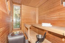 Ikkunallinen sauna Aina Valmiilla kiukaalla