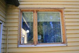 Ikkunanpuitteet kunnostettu
